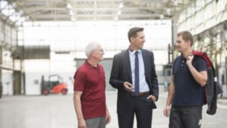 Collaborateurs Linde lors d'une visite d'usine