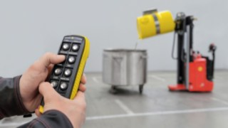 Vidéo sur la manutention de fûts télécommandée