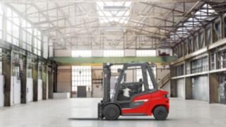 Le chariot élévateur diesel Fenwick H20-H35 dans un entrepôt