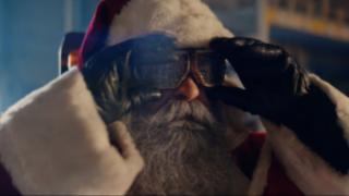 Le Père-Noël et le nouveau préparateur de commandes Fenwick
