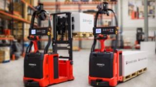 Chariots élévateurs autonomes de Fenwick-Linde à guidage laser.